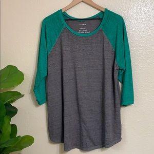Torrid   Reglan gray and green T-shirt
